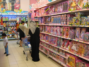 muslim-women-buying-barbies
